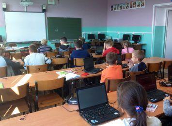 """Na Dolnym Śląsku nadal brakuje ponad 500 nauczycieli. Kuratorium: """"statystycznie to niewiele"""""""