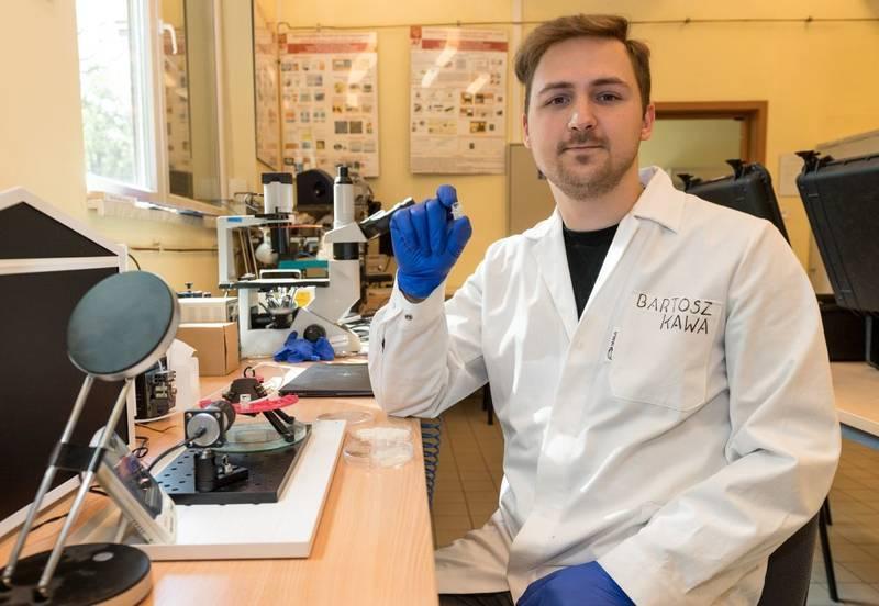 Bartosz Kawa - doktorant z Katedry Mikrosystemów na W12 (fot. PWr)