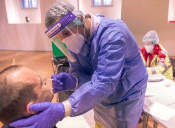 Długie kolejki przed punktami z testami na koronawirusa zniknęły. Mogą jednak znów się pojawić, bo liczba zachorowań jest bardzo wysoka