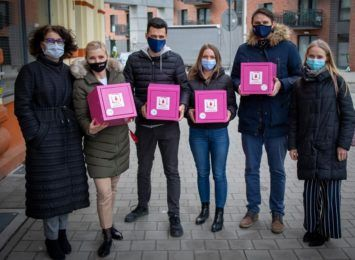 Wrocławscy radni wnioskują o wprowadzenie różowych skrzyneczek do wrocławskich urzędów