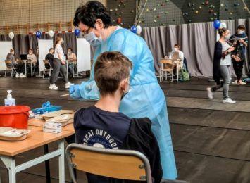 Masowe szczepienia uczniów we Wrocławskim LO V