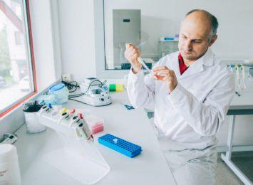 Przełomowe testy genetyczne wykrywające chorobę Alzheimera powstają we Wrocławiu