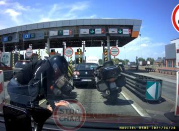 Kierowca i motocyklista pobili się przed bramkami na A4. Zobacz wideo!