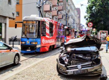 Zderzenie tramwaju z osobówką