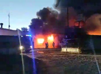 Pożar hali magazynowej przy ulicy Swojczyckiej we Wrocławiu